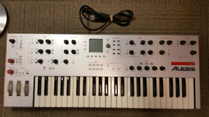 Alesis Ion Polyphonic Synthesizer with case