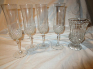 4 Crystal Champagne Glasses and Matching Vase