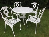 Ornate circular iron Garden table and 4 pretty iron armchairs in excellent condition