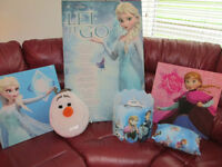 Frozen Bedroom Bundle Lightshade Canvas Pictures Pillows L@@K