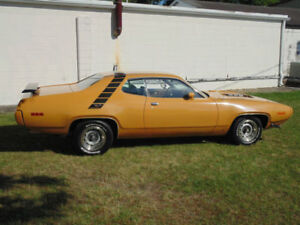 Looking for Bahama Yellow 1971 Plymouth Road Runner
