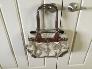 COACH PURSE ** NEW LOW PRICE ** OPEN TO OFFERS !!