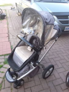 Nice Maxi cozy stroller with carseat and baby seat