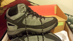NEW IN BOX WOLVERINE HIKING SHOES