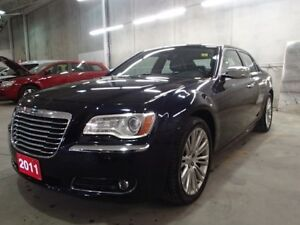 2011 Chrysler 300 LIMITED & NAVI ***MINT!!!*** >>PRICED TO SELL<
