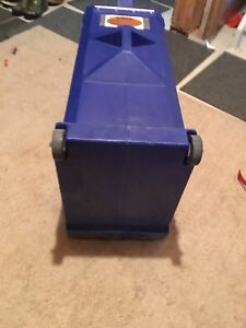 Travelling storage containers