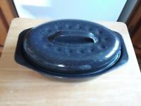 Small enamel oval roasting tin with lid