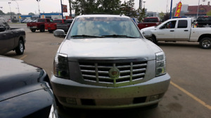 2011 CADILLAC ESCALADE EXT C/C 4X4 V8 *FULLY LOADED WITH DVD! *