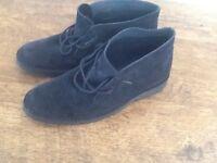 Men's desert boots size 9