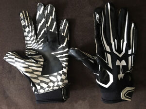 Under Armour Sticky Football Gloves Youth M/L
