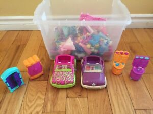 Tote of Polly Pockets