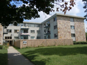 Pointe Claire Large 3-1/2 & 2-1/2 Apartments For Rent