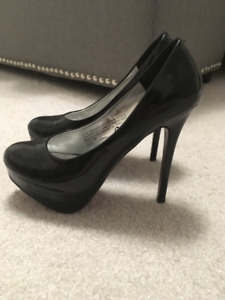 CLASSY BLACK  PUMPS ONLY BEEN WORN ONCE!!!