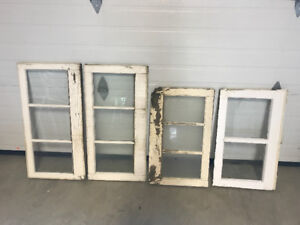 OLD WOODN WINDOW FRAMES (perfect to decorate)