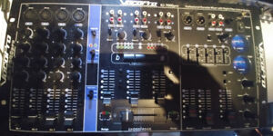 VocoPro CDG8000 with Mixer HJ7000Pro