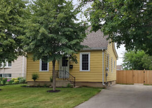 Charming, detached 1 1/2 story home in Echo Place for rent