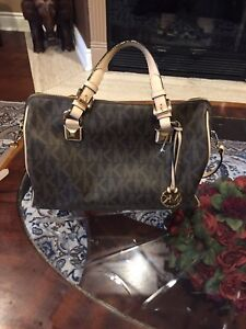 Michael Kors purse. Used only once. Brand new.