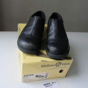 Women's Work Stee-Toe Safety Shoes size 7 or 7.5