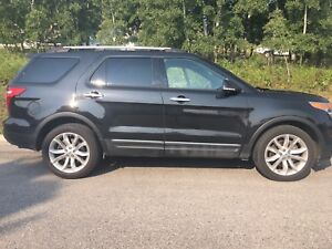 2014 FORD Explorer XLT- intelligent 4WD!!