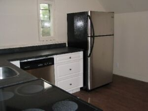 4 Bdrm Close to Queen's and Downtown - 8 month lease