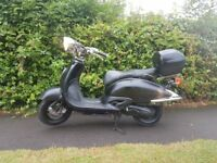125cc tommy scooter ,runs and rides perfect ,great cruiser bike, i use it to commute, top box aswell