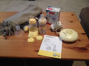 Medela Swing Breastpump and supplies