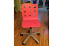 ! Free kids desk chair in pink !