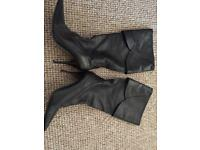 Ladies black boots size 40