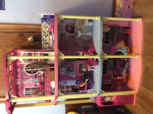 Barbie house/ Barbie and doll furniture lot in great shape