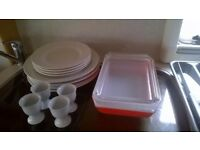 Ideal for Student. Large amount of Kitchenware (5 photos).