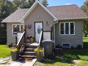 HOUSE FOR SALE - 1 ACRE LOT in town