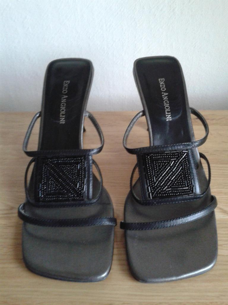 Black beaded design sandals with heel - size 5