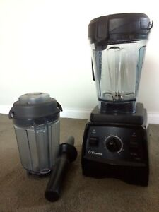 Vitamix Professional 7500 with dry blade container
