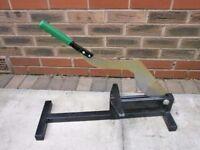 Straticut guilotine cutter