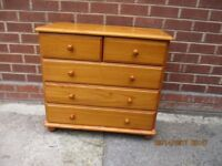 Chest of drawers, Solid Pine of 2 over 3 drawers, Excellent Condition.