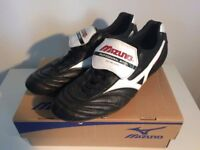 Mizuno Morelia SG Boots --- Black/White/Red --- Professional Model --- Size 10.5 UK (45 EURO)