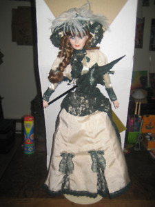 """20"""" FRANKLIN HEIRLOOM MUSICAL DOLL W/STAND"""