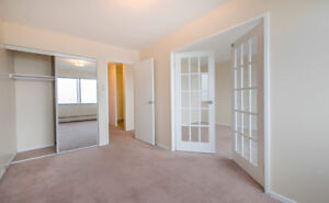 2 Bedroom, Downtown, AMAZING DEAL -Close to Universities