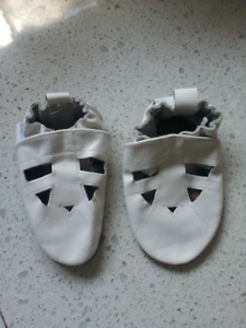 NEW Robeez 18-24 month shoes