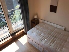 Spacious 2 double bedrooms in a 5 bedroom house in Canary Wharf