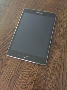 "Tablette Samsung 8"" en parfaite condition"