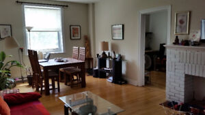 5 1/2 (3 bedrooms ) renovated on Sherbrooke. Metro Atwater