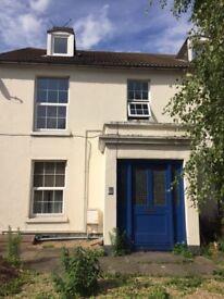 1 bedroom flat in great Sittingburne location £690 PCM