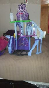 maison monster high 20$$