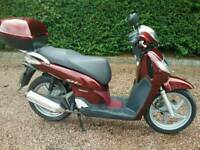 HONDA SH 125 SCOOTER * VERY LOW MILEAGE and 1 YEARS MOT *