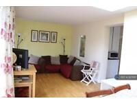 3 bedroom house in Rochester Avenue, Feltham, TW13 (3 bed)