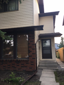 SW Calgary Two story Triplex home for Rent