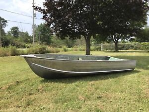 Rock solid 12' Aluminum boat with mint condition 6h Evinrude