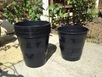 Plastic plant pots x 9