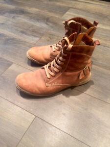 Hiking Boots - Steve Madden